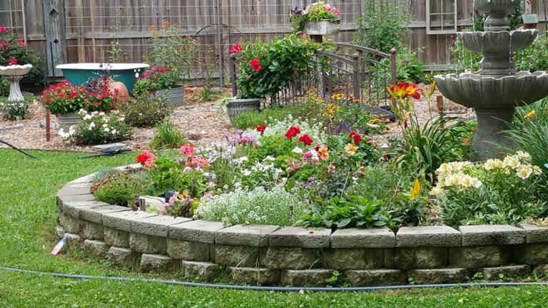 Planning a garden \'in the round\' | Flea Market Gardening