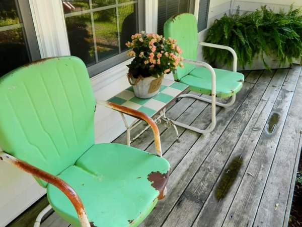 Fun Retro Lawn Chairs In The Garden Flea Market Gardening