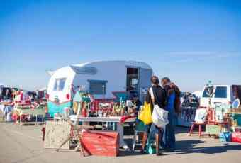 San Francisco Alameda flea market trailer Ganeshaisis e1447687566200