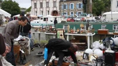 Braderie du Canal Saint Martin in Rennes.la 45e braderie saint martin bat son plein
