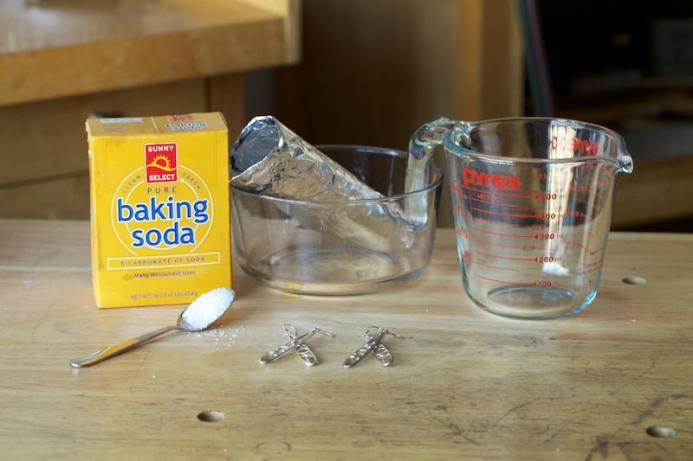 Homemade silver cleaner recipe: What you'll need: 1 x Tablespoon of salt, 2 x Tablespoon of bicarbonate of soda, Boiling water, Glass bowl, Aluminum foil