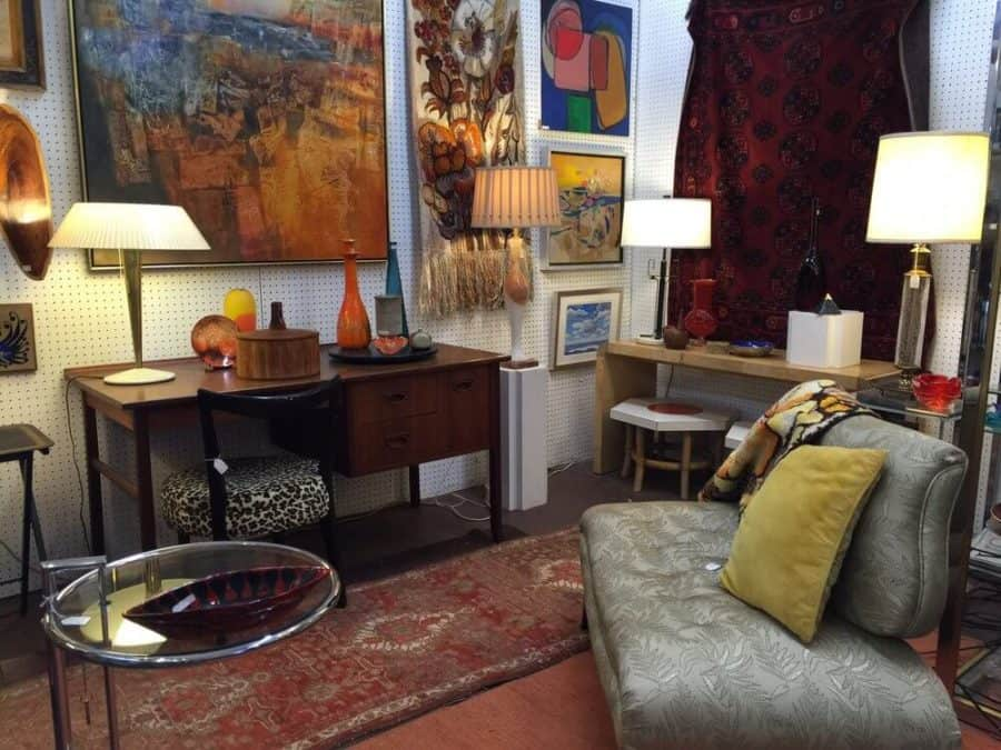 #7 Places To Shop In Chicago: Edgewater Antique Mall