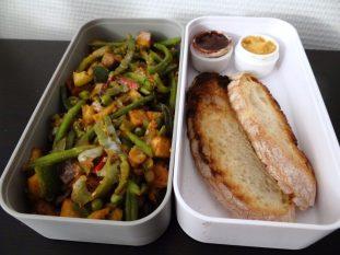 Fleanette's Kitchen - Poêlée de légumes et tofu fumé, tartines houmous et chocolat
