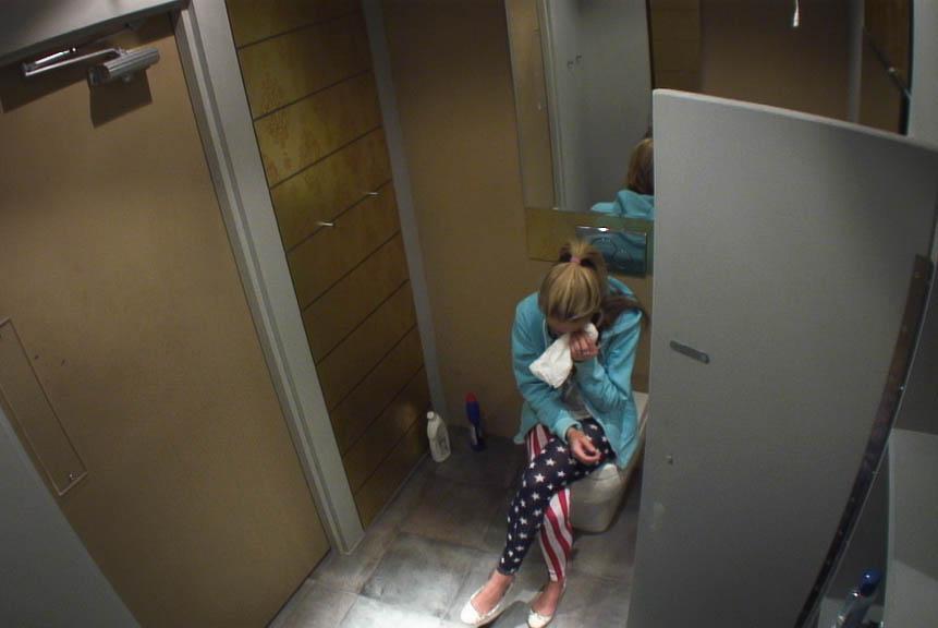 Girls bathroom voyeur