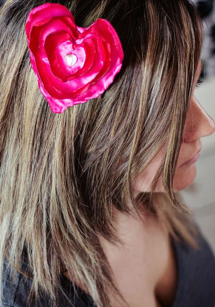 You can make this no sew heart hair clip. There's a free template and it's a great DIY idea for Valentines day!