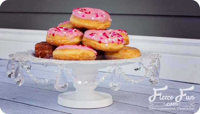 I love this cake stand tutorial! I'm so making one of these. I love how there's a video to walk me through it. It's so easy! Love this!