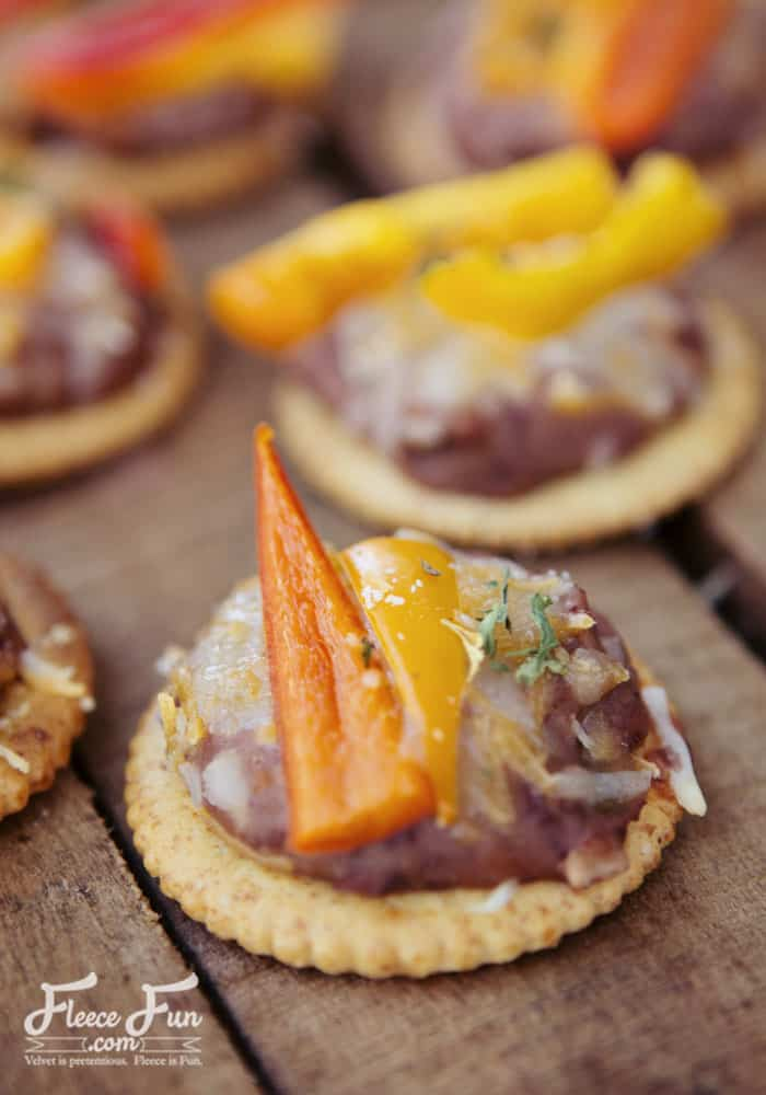 These look soooooo yummy. They're perfect for that gathering I have coming up, and so easy to make. Love!