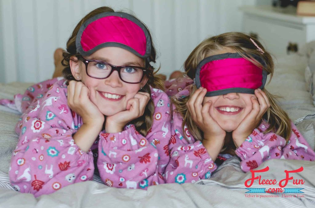 I love this easy sleep mask tutorial. Perfect for handmade gifts. Love this easy sewing project that is perfect for beginners.