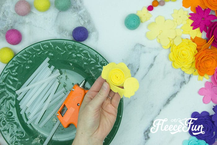 Learn how to make Diy Felt Flower Art That's Easy and Beautiful. Easy steps and lots of photos show you how to make this cute home decor. #feltflowersdiy #cricutmade #cricutmaker #reversecanvas