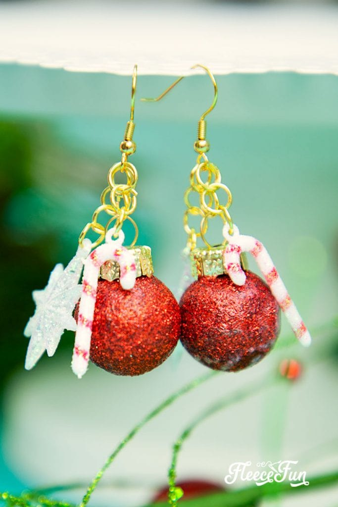 These DIY Christmas Earrings are an inexpensive homemade gift idea! Get the step by step instructions on how to make this chic but easy gift!
