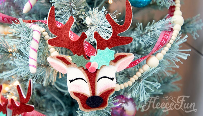 This adorable Felt Ornament Pattern (Free) is a wonderful way to add some color & personality to your Christmas Tree. Make fith a few scraps of felt & glue!