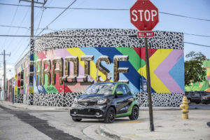 smart fortwo electric drive Miami 2016, prime, electric green black; Stromverbrauch kombiniert:; 13; 1 - 12; 9; kWh/100 km; CO2-Emissionen kombiniert:; smart fortwo electric drive Miami 2016, electric green black, 0 g/km; Electrical energy consumption combined: 13.1 - 12.9 kWh/100km; CO2 emissions combined: 0 g/km