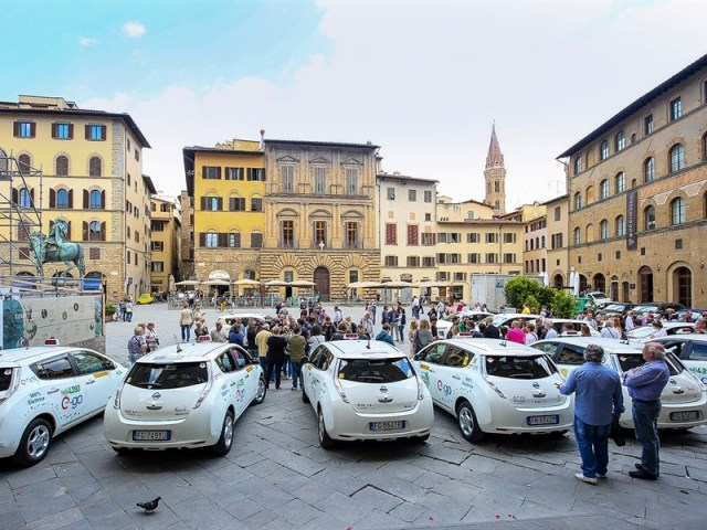 Firenze Smart city: i tassisti in Nissan LEAF 100% elettrica ENEL Edition