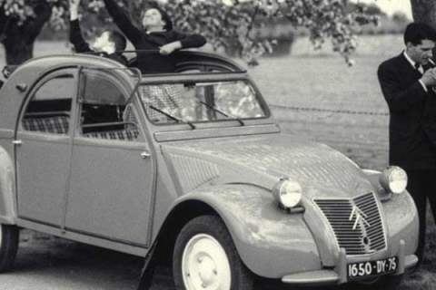 Citroen 2CV l'indimenticabile Dondolona ha compiuto 70 anni il 17 luglio