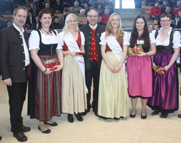 Nach Bekanntgabe der Ergebnisse bei der 9. Kärntner Fleischrindermesse in St. Donat am 16. März freuten sich LK-Kärnten Präsident Ing. Johann Mößler, Vize-Miss Charolais Verena Fritz (Stmk.), Miss Charolais 2013 Antonia Krenn (NÖ), KRZV-Obmann Ing. Sebastian Auernig, Miss Charolais 2010 Andrea Maizinger (Ktn.), Stefanie Otti (Ktn.) und Katrin Tröstl (NÖ), beide 3. Platz, über das Ergebnis.