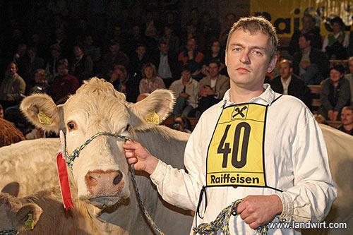 Teufl Martin mit Blonde d'Aquitainekuh Roxette (Foto: Landwirt.com)