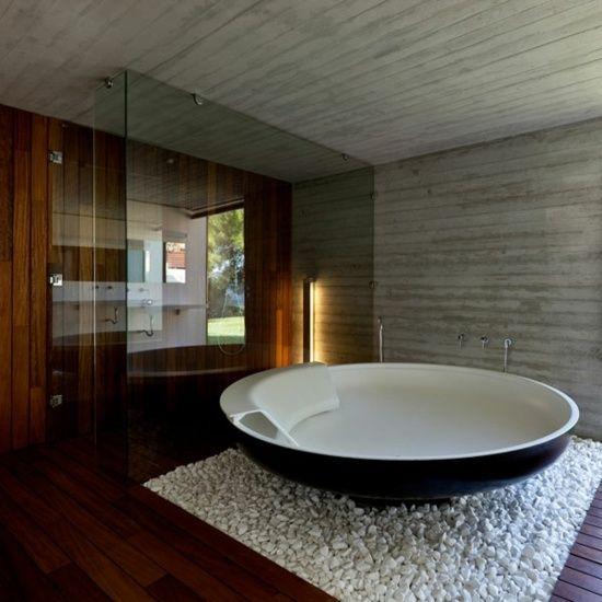 salle de bain avec des galets
