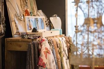 Bijoux et foulard