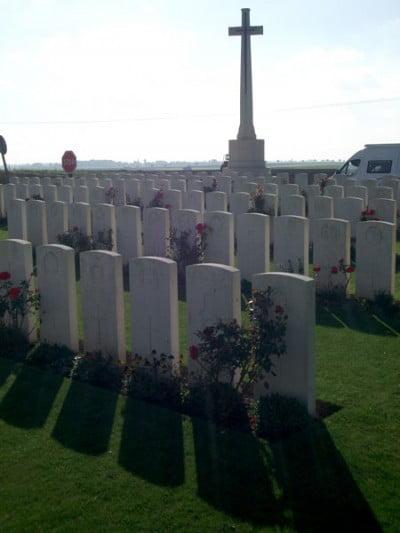 Delsaux-Farm-Cemetery-02