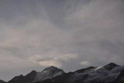 Minuten später das erste Licht an der Weißkugelspitze und Bärenbartkogel