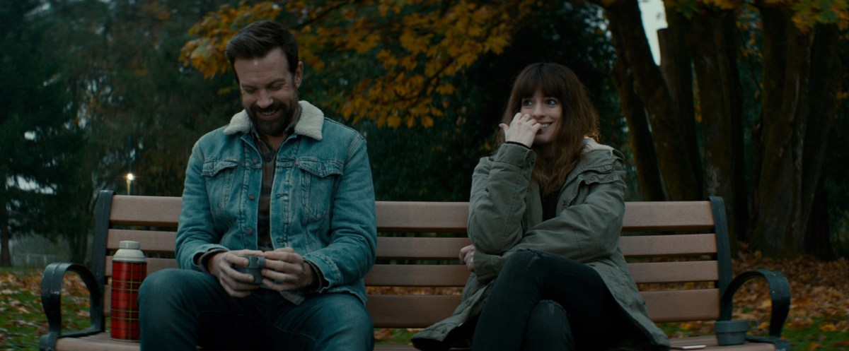 Jason Sudeikis and Anne Hathaway in Colossal, Nacho Vigalondo's 2017 indie monster movie