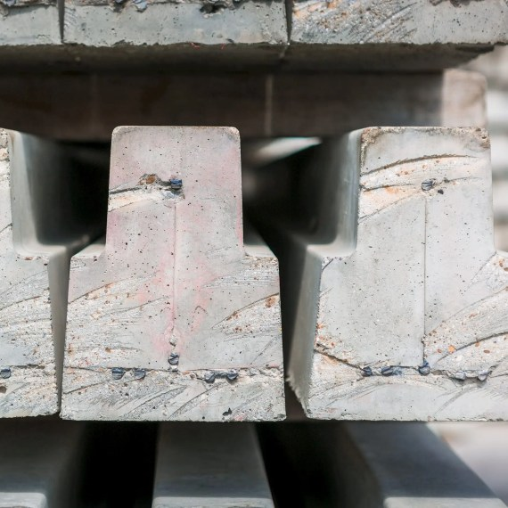 225 mm concrete beam with high tensile wire