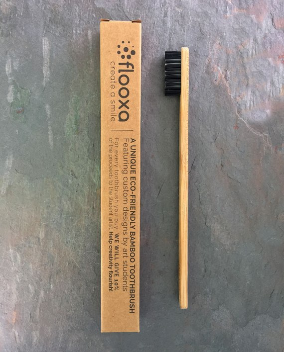 Bamboo toothbrush – Artwork by Charlotte Danois side view and packaging