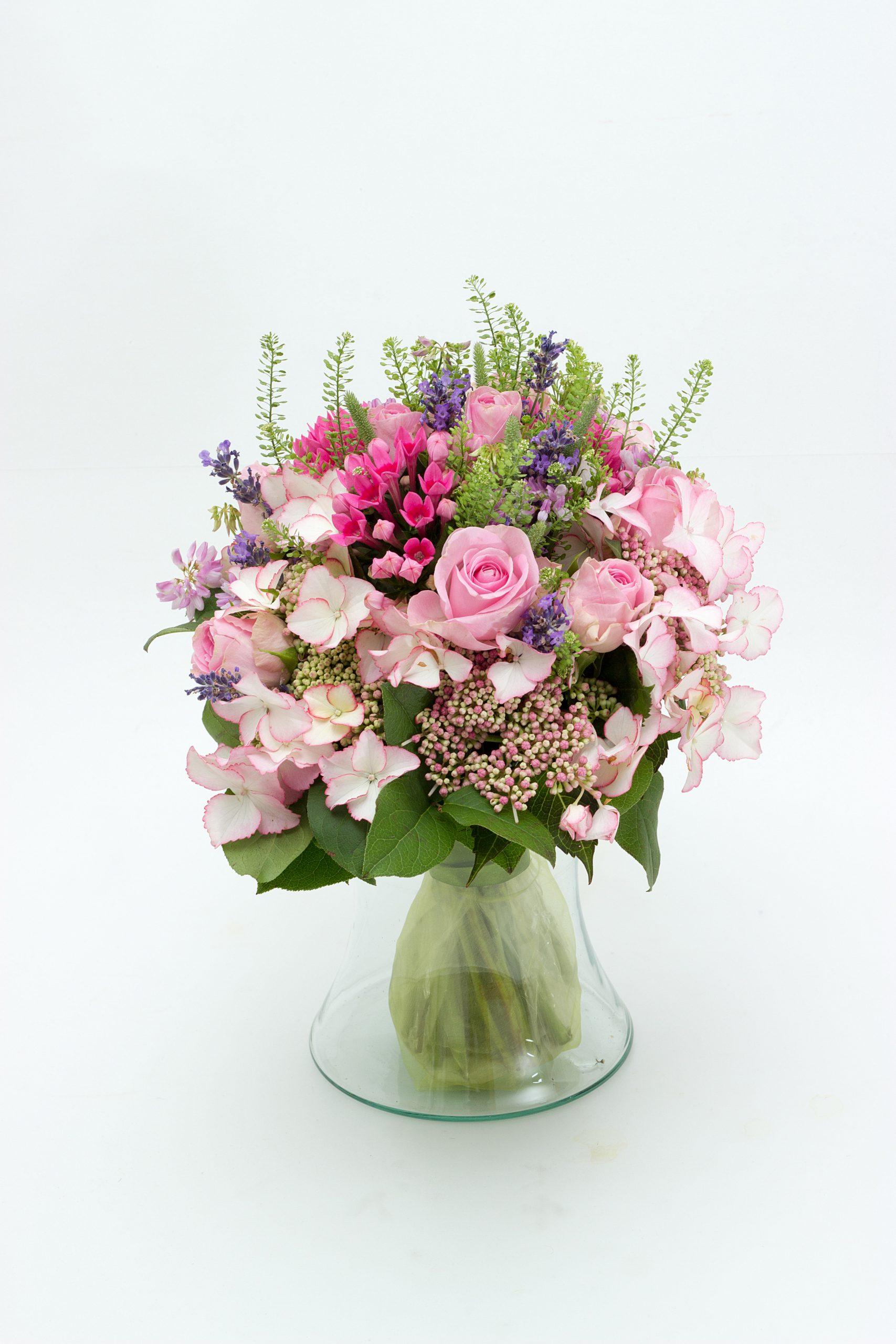 Boeket Verdi Pink inclusief bijpassende vaas samen gesteld naar bloemen volgens sezoen
