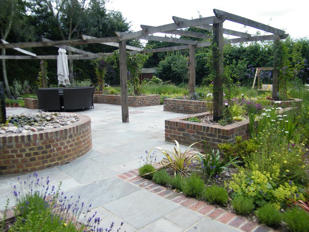 Patio Designs - Garden Patio ideas & Courtyard Gardens ... on Courtyard Patio Ideas id=68860