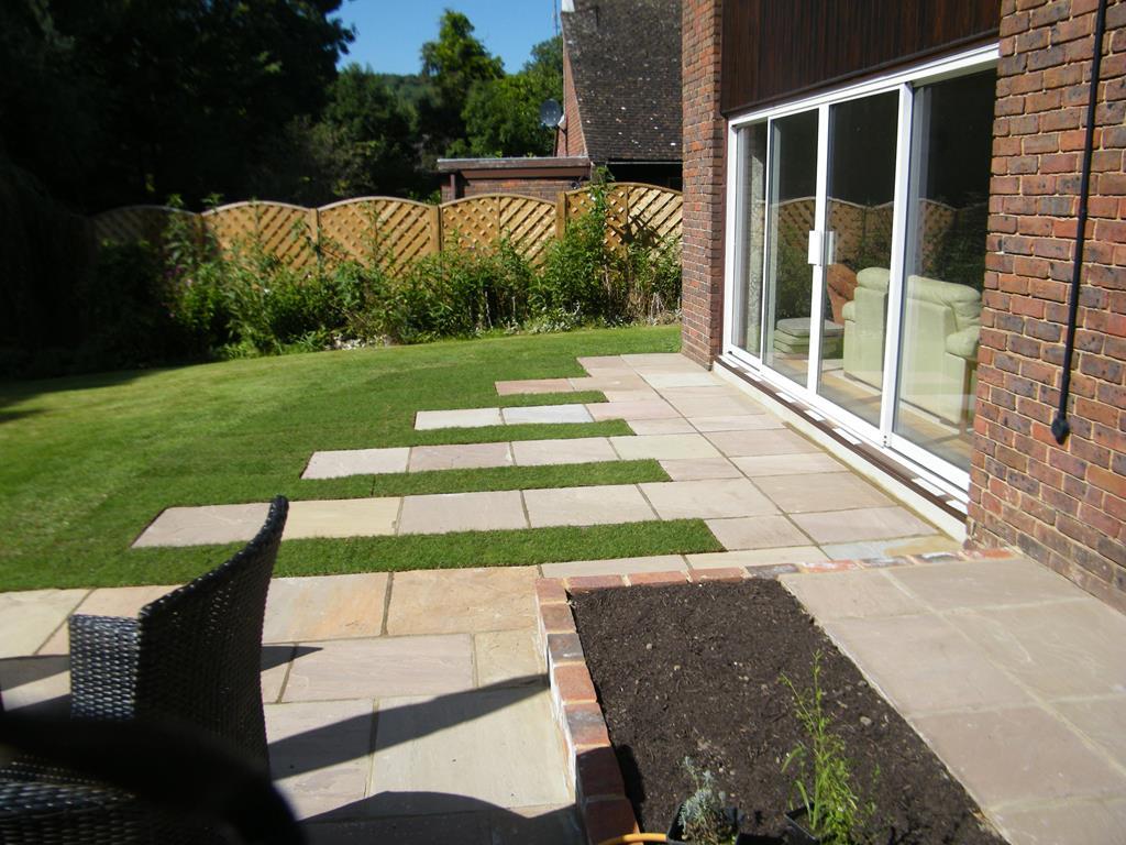 Patio Designs - Garden Patio ideas & Courtyard Gardens ... on Courtyard Patio Ideas id=91386