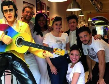 Giancarlo Lombardi and his staff at Anni '50 Diner in Via dei Federighi 3/r, corner with Via della Vigna Nuova and Via del Moro 6/r