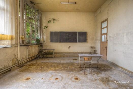 Green School R H-9