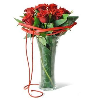 Doce Rosas en Jarrón