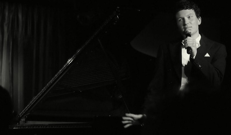 Konzertpianist Florian Fries erzählt in seinem Solokonzert spannende Anekdoten über klassische Klavierwerke und seine persönliche Vita