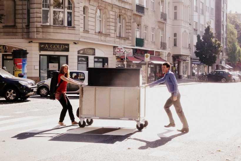 Florian Fries und Célia Schann als Straßenmusik-Duo unterwegs mit dem ROLLING PIANO