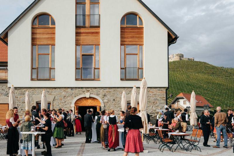 weingut taggenbrunn-terrasse-sommer