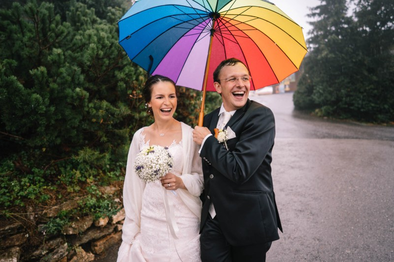 hochzeit-regenschirm-fotos