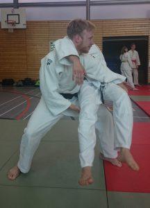 Zur Seblstverteidigung in der Judo Danprüfung eignet sich der Sukui Nage