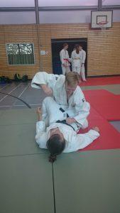 Selbstverteidigung in der Judo Dan Prüfung - Verteidigung in der Bodenlage gegen Schläge