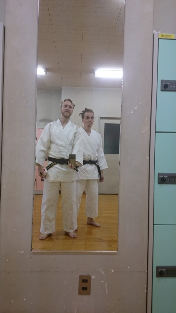 Judo Training im Kodokan in Tokyo, Japan. Zum Kata Training kann man auch Gi leihen.