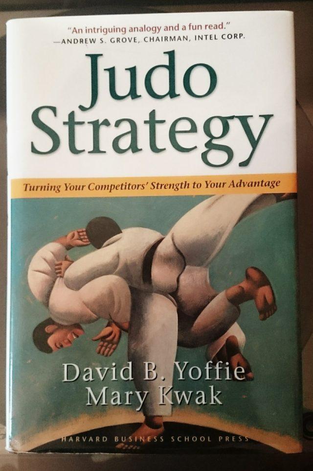 """Der Einband von """"Judo Strategy"""" lässt auf mehr Judo hoffen als schlussendlich enthalten ist."""