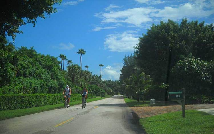 Biking Jupiter Island: Two lane road makes a good bike route.