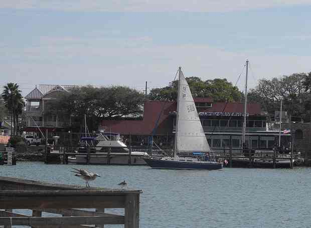 Riverview Hotel, Grille at Riverview and the marina