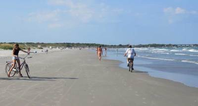 The beach at Jetty Park in Cape Canaveral is hard-packed and offers great recreational opportunities. (Photo: Bonnie Gross)