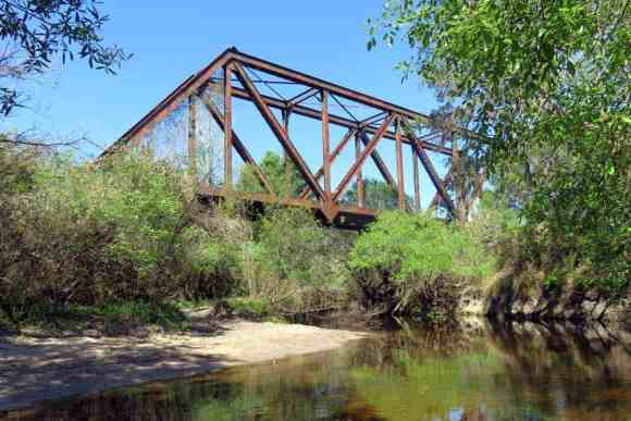 An antique train trestle on the Little Manatee River is a good place for a lunch break. (Photo: Bonnie Gross)