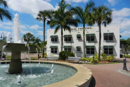 Bonita Springs Liles Hotel downtown