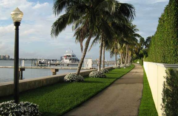 The Lake Trail through the Town of Palm Beach offers views of Lake Worth and mansions.