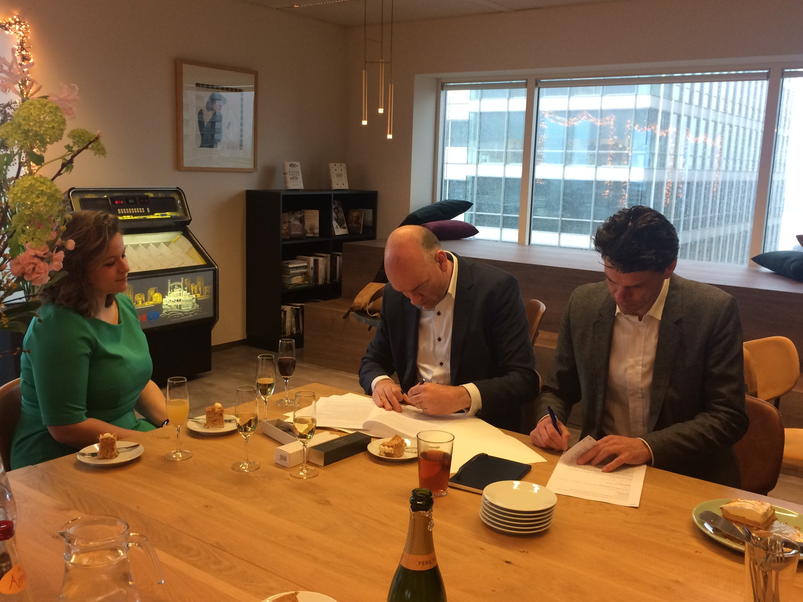 Editor Roselinde Bouman, myself, and Maarten Boers at the contract signing