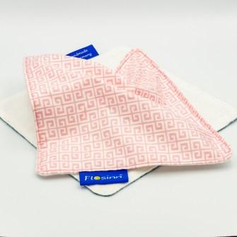 Schnuffeltuch für Babys aus Rosé-weißer Baumwolle auf einer Seite und weißem Molton auf der anderen Seite mit Knisterfolie innen