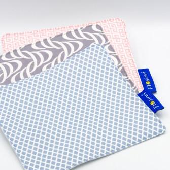 Schmusetuch für Babys in Pastellfarben auf einer und weißem Molton auf der anderen Seite mit Knisterfolie